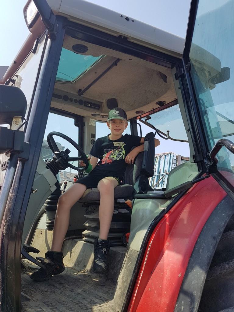 Auf dem Traktor